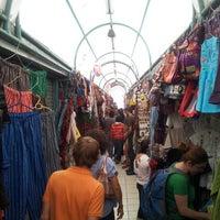 Foto tirada no(a) Mercado Artesanal La Mariscal por Iván L. em 8/12/2012