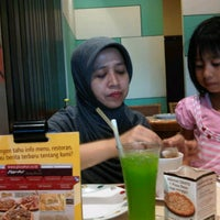 Photo taken at Pizza Hut by Agastya C. on 5/27/2012