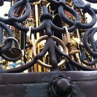 Das Foto wurde bei Schöner Brunnen von Ed W. am 7/2/2012 aufgenommen