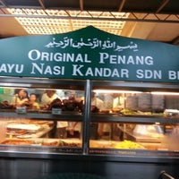 Photo taken at Original Penang Kayu Nasi Kandar by Muzlina on 7/7/2012