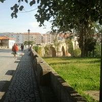 Foto tirada no(a) Ponte Romana de Ourense por ROBERT F. em 5/16/2012