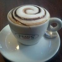 Foto scattata a Fran's Café da Horacio J. il 7/10/2012