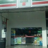 Photo taken at 7 Eleven Pekan Lama Kuala Selangor by 9M2IBR I. on 4/20/2011