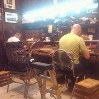Das Foto wurde bei Martinez Handmade Cigars von Tim Hobart M. am 8/14/2012 aufgenommen