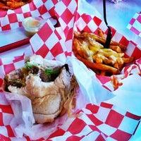 Photo taken at 25 Burgers by Thiago Panda B. on 4/21/2012