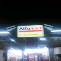 Photo taken at Alfa Mart (Mitra Usaha:Ira Medica) by Bhetz R. on 1/30/2012