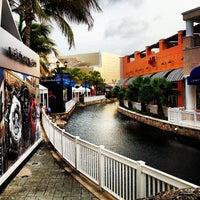 Foto tomada en La Isla Shopping Village por Gary J. el 8/8/2012