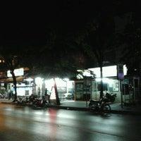 Photo taken at ตู้ยามแฟลต 45 ( สน.ดินแดง ) by Civilize  Satellite ( E22HPS ) on 12/10/2011