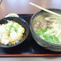 Photo taken at 鳴門うどん 荒木店 by GATTACA on 1/18/2012