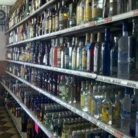 Foto tomada en East 28th Liquor por Orlando Z. el 8/25/2011