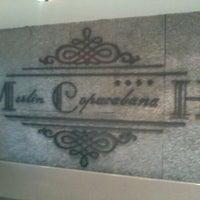 Das Foto wurde bei Merlin Copacabana Hotel von Lucas C. am 8/23/2011 aufgenommen