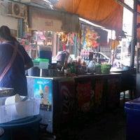Photo taken at ร้านฮง | กาแฟโบราณ by 💋tατᎯr--.*•★ on 2/1/2012