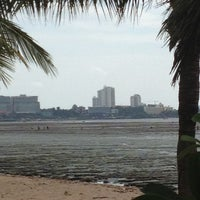 Photo taken at ชายหาดโรงแรมชลจันทร์ by Nithat K. on 5/27/2012