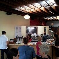 7/11/2012 tarihinde Steve C.ziyaretçi tarafından La Colombe Torrefaction'de çekilen fotoğraf