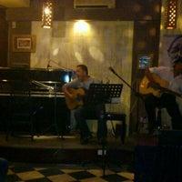 Photo taken at Rieng Mot Goc Troi Coffee by Vạn Ác B. on 11/20/2011