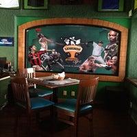 Foto tomada en Legends Sports Bar & Grill por Antonio G. el 4/6/2012