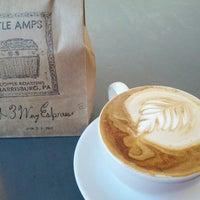 Foto tomada en Little Amps Coffee Roasters por Dan S. el 6/23/2012
