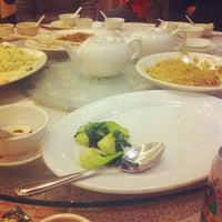 Photo taken at Fung Shing Restaurant 鳳城酒家 by takahiro on 12/3/2011