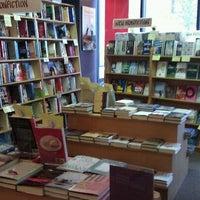 Das Foto wurde bei Unabridged Books von Benjamin ☁ am 3/16/2011 aufgenommen
