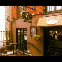 Foto tirada no(a) Irving Farm Coffee Roasters por mi1ky L. em 8/18/2012