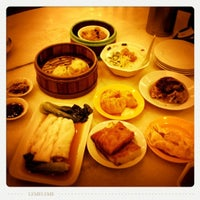 Photo taken at Restoran Jin Xuan Hong Kong Sdn. Bhd. (锦选香港特极点心) by nicole c. on 9/3/2011