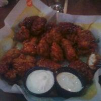 Foto diambil di Buffalo Wild Wings oleh Kaitlin L. pada 8/3/2011