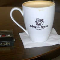 Photo taken at Gloria Jean's Coffee by Bee Y. on 12/10/2011