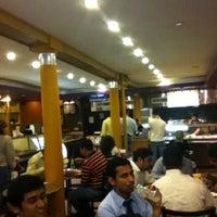 Das Foto wurde bei Bombay's Indian Restaurant von Philip B. am 7/28/2011 aufgenommen