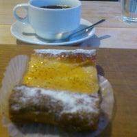 Foto scattata a Katane Bakery da Yoshiko T. il 11/16/2011