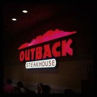 Foto tirada no(a) Outback Steakhouse por Natalia D. em 7/1/2012