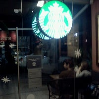 Foto tomada en Starbucks por Gilberth S. el 12/14/2011