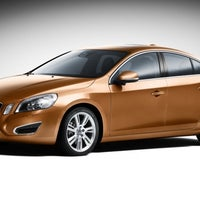 Photo taken at Caltabiano by Volvo Cars Brasil on 1/18/2012