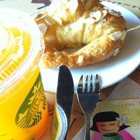 Photo taken at Starbucks by Anurak K. on 2/23/2012
