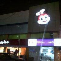 Photo taken at Jollibee Khaladeya by Hendry L. on 2/8/2012