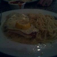 Foto scattata a Eddie's Napoli's da Breanna W. il 1/23/2012