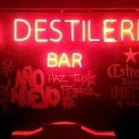 Foto diambil di La Destileria oleh Sebastian P. pada 12/4/2011
