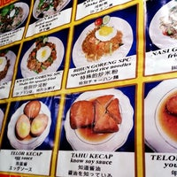 Photo taken at Bakmi Ayam & Chinese Food AKAI by Hendra N. on 6/25/2012