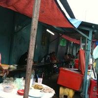 Photo taken at Roti Canai Transfer Rd. by Alex L. on 3/10/2011