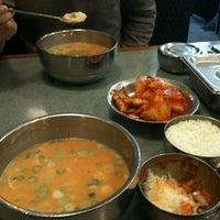 Photo taken at 신선설농탕 by Alex Wanki J. on 3/10/2011