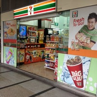 Photo taken at 7-11@International Plaza by Yusry P. on 3/14/2012
