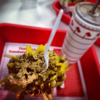 Photo taken at In-N-Out Burger by Philip V. on 6/17/2012