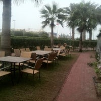 Photo taken at Holiday Inn Salmiya by حور A. on 2/1/2012