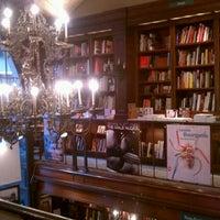 Foto diambil di Rizzoli Bookstore oleh Megan C. pada 9/16/2011