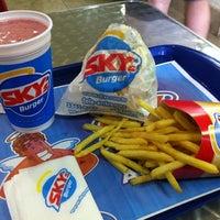 Foto tirada no(a) Sky's Burger por Henrique H. em 7/14/2011