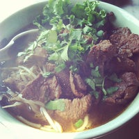 Photo taken at Mee Dee Thai by Doniree W. on 9/7/2012