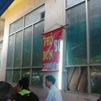 Foto diambil di Phở Bò N6E Ngon Bổ Rẻ oleh Long™ N. pada 10/10/2011