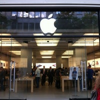 Photo taken at Apple Bahnhofstrasse by Виктор К. on 5/29/2012