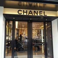 Das Foto wurde bei CHANEL Boutique von uTINGme am 9/26/2011 aufgenommen