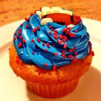 Photo taken at Jarets Stuffed Cupcakes by dizberiq on 2/6/2012