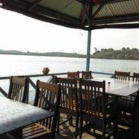 รูปภาพถ่ายที่ Kelong Restaurant Aneka Rasa โดย dico h. เมื่อ 1/19/2012